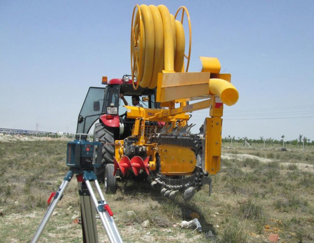 C pipe laying apparatus trenching machines